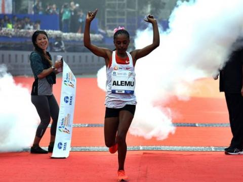 Ethiopians Athlete Deksisa and Gobena Win In Mumbai marathon