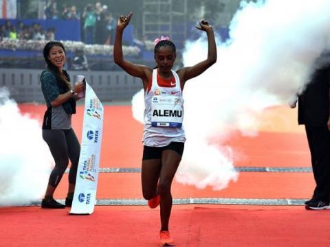 Ethiopians Athlete Deksisa and Gobena Win In Mumbai marathon